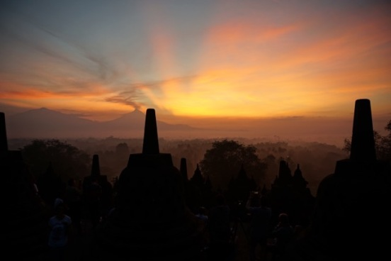 Borobudur au levé du soleil