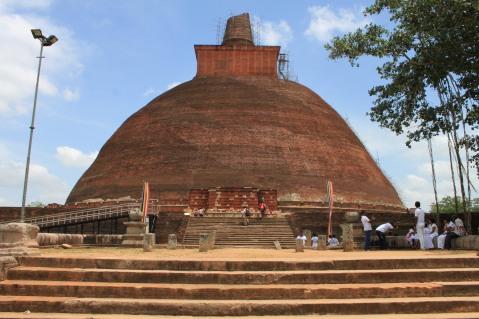 Une dagoba, monument très présent au Sri Lanka