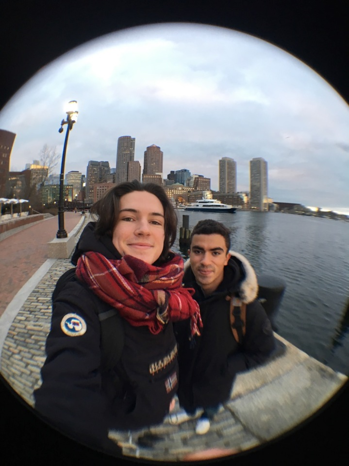 Devant le Boston Waterfront